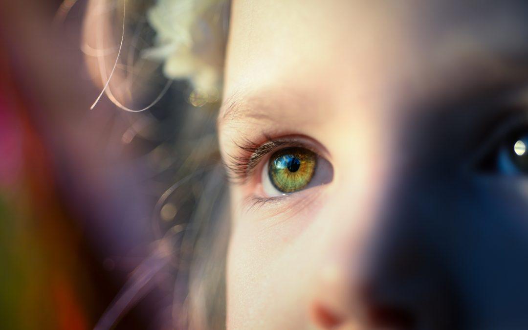 ojos niño tartamudea de repente